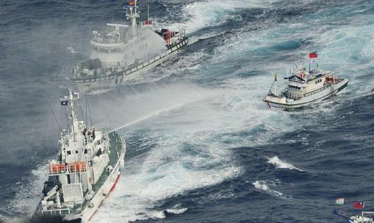 小船拼大船繞釣魚台   展現漁民抗爭得勝利